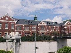10:50 「東京国立近代美術館工芸館」として利用していたけれど、昨年に金沢に移転してしまって今は閉館している。 今後、別の形で活用されることを望むよ。