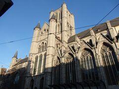 聖ニコラス教会が目の前