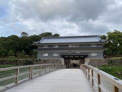 「鼠多門」から金沢城公園へ。