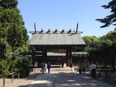 午前中の観光は宮崎神宮から。