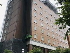 14:45  さて、これで全て揃ったので宝塚ワシントンホテルへ。  初めての訪問だったのに外壁工事中でホテル名が見えず、たぶんあれで合ってるよね~?と言いながら向かいます。