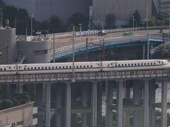 大井車両基地から本線に向かう新幹線。