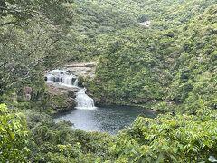 マリユドゥの滝の展望台  暑い!水分補給して少し休憩。