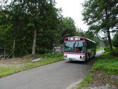 会津バスで船着場へ。帰りも2人かと思っていたら、尾瀬ツアーの団体が大勢乗っていました。