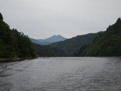 今回は遊覧船から燧ヶ岳が見えました。