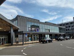 ●JR敦賀駅  時間があったので、外に出てみました。 久々の敦賀駅は、すっかり新しくなっていました。