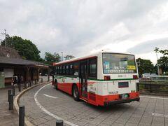 ★14:25 本来乗るはずだった急行バスを捕まえ、伊香保温泉の石段下までやって来ました。