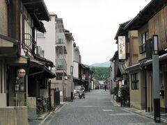 9/12(日) 市バスで北野に在る京の五花街「上七軒」に来ました、  京の都を代表する祇園甲部・宮川町・先斗町・祇園東と上七軒を五花街。 及び、嶋原を入れて六花街と呼ぶこともあるようです。  *詳細はクチコミでお願いします
