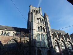 聖ニコラス教会はコーレンマルクトの東隣にあり、スヘルデ・ゴシック様式の最高傑作と言われている教会です。