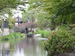 この堀には現在も手漕ぎ和船の堀めぐりが運航していて、水郷の景色を眺めながらのんびり船旅を楽しむことできます。