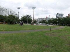 錦糸町駅近くの錦糸公園. 広いです.
