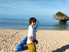 朝ごはんを食べたらそのままビーチに散策 波に削られた岩 サンゴ礁のビーチ とってもきれいです