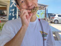 もずくの天ぷらがおいしかったです。 沖縄に来てやたらと「天ぷら」という文字を見かけました。 本州の天ぷらとちょっと違うのでしょうか? 詳しくは分かりませんでしたが、 対して動いてもいないので食べ物はお腹の中に入っていく──  ついさっきアイスクリームを食べたばかりなのに