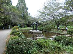 お堀の前は、桜で有名な千鳥ヶ淵公園。