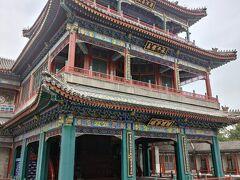 徳和園は西太后が観劇していたと言われる劇場。舞台には様々な演出を可能にする仕掛けが組まれていた。