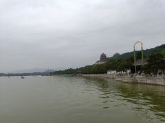 この庭園は沼地を杭州の西湖に見立て整備したそう。この広大な庭園は西太后がこよなく愛し、整備したそう。