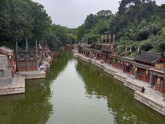 蘇州街。江南の雰囲気を真似たといわれる庭園。確かにそう言われるとミニ水郷に見えないこともない。蘇州ごっこといったところか。