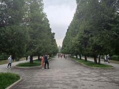 ほぼ20年ぶりに祈念殿を見たくなって天壇公園へ。東門から入場。