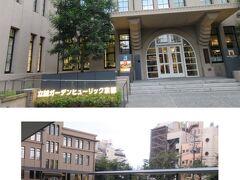 ★京都街歩き★ まだ明るいので、京都の街歩きをしよう・・ 三条四条へ。コロナ緊急事態宣言中でも人流は多い。休業中の店は多いけど、お酒を出す立ち飲み処は密で大入り・・危ない危ない。  立誠ガーデンへ。宿泊客でないからホテル内は入れないけど、雰囲気だけ・・ 芝生広場が小さな公園みたいで座ってなごんでいる人達がいました。 コロナでも賑わう京都でした。全国からホテルに泊まりに来てるんですもんね。 ※東京のホテルの泊り客は東京の人が多い、けど、京都は全国からですって。