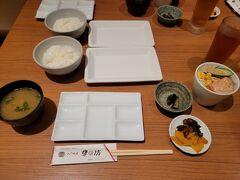 観劇前に母と串カツランチ。  新歌舞伎座は1階下がUFURAのレストラン街なので 食べるものには困りませんね。