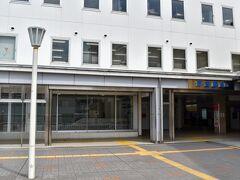 保谷駅の南口に出てきました。  保谷駅は、東京都練馬区と西東京市にまたがる駅で、大部分は西東京市に属しています。
