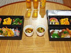本日のテイクアウトディナー 一日目と同じ日本料理・琉球料理「佐和」のご飯です。  この時期は営業が限定的で、 夕食はこの佐和と洋食のベルデマールの2つが交互で営業でした。  テイクアウトディナーも一種類しかないので基本同じメニュー  前もって宿泊前にいろいろとメールで連絡させてもらって その時に 「出来る範囲でいいので、2回目の佐和の料理をアレンジして欲しい」 と、リクエストさせてもらいました。  期待以上にまた違った料理をおいしくいただけました。 同じ食材でちゃんと違った料理を提供していただきました。  「おいしかったです」 「ごちそうさまでした」