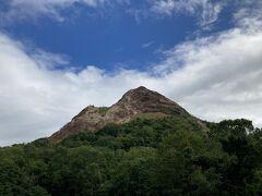 青空バックに昭和新山。