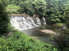 滝駅から歩いて、滝に到着!