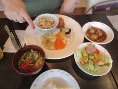 おはようございます。  3日目の朝です。  今朝は、沖縄蕎麦とじゅーしーを、朝食にチョイスしました。