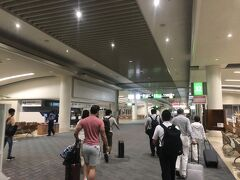 那覇空港に到着。タクシー乗り場へダーッシュ!