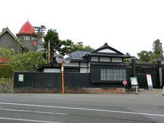 旧藤田家別邸 こちらにはすてきなお庭とカフェがあるはずですが残念ながらお休み