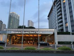 2020年夏、東京を除いてGOTOトラベルキャンペーンが開始されていました。  東京都は対象外でしたが、シェラトン都ホテル東京でクラブフロア宿泊の魅力的なプランがあった。  プレミアムフロアTHE CLUBデラックス(33-38㎡)に宿泊 朝食付き、駐車場無料(通常1500円)  私達は旅行再開していたが、移動手段は自家用車に限定していたので都内の駐車場無料は有難い