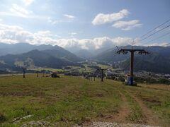 ゲレンデを登っていくと‥  おぉ! 見事な景観ですぞ。