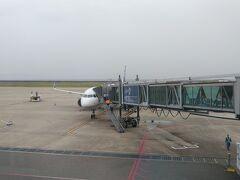 今日は降下時に揺れが予想されるとの事でしたが、大きく揺れることも無く兵庫県北部から明石に抜けて須磨海岸を見ながら神戸空港に着陸しました。  その時の動画はこちら https://youtu.be/EMwzbiKl6Uw  神戸空港はコンパクトで使いやすい空港で、なおかつ伊丹便より安い場合が多いので良く利用させてもらってます。