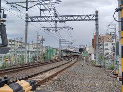 撮影後はJRで移動しようと元町駅からJRに乗り三宮で後続の新快速に乗り換える予定でしたが、新快速がダイヤ乱れの影響で25分遅れとなっています。 ならば阪急で移動しようと阪急線に乗り換えて梅田行きに乗り、十三と淡路で乗り換えて北千里線の下新庄駅で下車します。