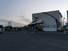 根室観光インフォメーションは根室駅の横にあり、ここで、最東端証明書、100名城1番のスタンプ等をもらうことができます。