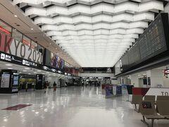 6:24、第2ターミナルの到着ロビー ※搭乗締め切り26分前 時間も時間だが、静かである。