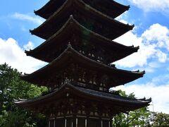 興福寺 五重塔。 国宝。 高さ45メートルで、国内で2番目に高い五重塔だという(1番は京都の東寺か)。