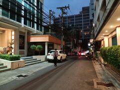 向かいのコカレストラン、らーめん亭は営業しています