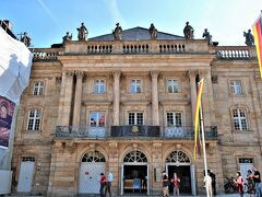 Markgräfliches Opernhaus Bayreuth(バイロイト辺境伯歌劇場)  18世紀に辺境伯夫人ヴィルヘルミーネの希望によって建てられ、現存するバロック様式の劇場としては最も重要なもののひとつとされています。  2012年に世界遺産に登録され、翌年2013年から5年がかりの大規模な修復を終えました。