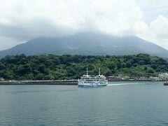 いよいよ桜島港に着きます。