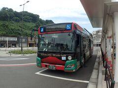 桜島港に着きました。サクラジマアイランドビューに乗り、噴火口近くの湯之平展望所まで向かいます。一日乗車券500円