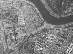 終戦直後の三宅坂の高台の状況です。  参謀本部、陸軍省の建物は、陸地測量部の日本水準原点標庫を除き、ほとんど残っていません。  国会議事堂は、残っています。
