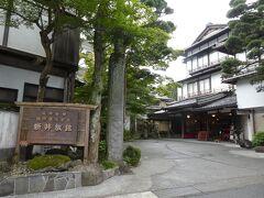 こちらはドラマの舞台になっている新井旅館。 娘大喜び。