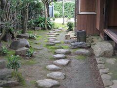 次に、殿町にある『原田二郎旧宅』へ。 江戸時代末期の武家屋敷です。 お庭の飛び石が素敵です。