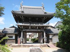 早くも松阪最終日。 白粉町にある『来迎寺』へと向かいます。 松阪には風情ある町名があちこちに残っています。  写真は鐘楼門