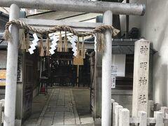 途中で見つけた『神明神社』。 平安末期の藤原忠通の屋敷跡で、「四条内裏」または「四条東洞院内裡」と呼ばれた、この邸内にあった鎮守の社が神明神社だそうです。