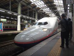 E4系のお別れ乗車をして新潟駅に戻って来た。 昨年より、最後最後とE4系に乗り続けて来たが、どうやらこれが本当に最後のようだ。しっかりと目に焼き付けておこう。