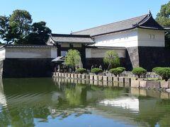 前回の皇居周辺の散策の時に行き残した皇居東御苑を散策。