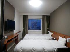こちらが本日のお部屋。 綺麗~。 TVが大きい~。